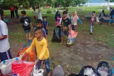 Lokale Müllsammelaktion von BandaSEA.