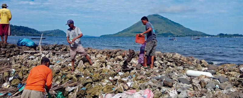 Reinigung der Küste von BandaSEA.