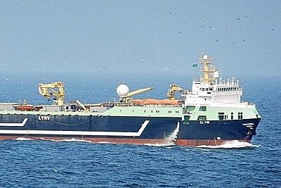 """Die """"Magiris"""", mit 143 m Länge der zweitgrößte Fabriktrawler der Welt."""