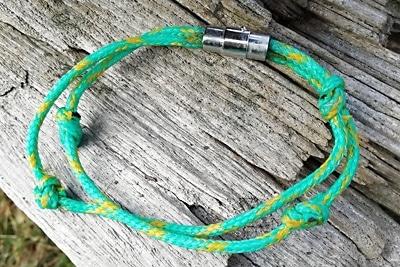 Recycling-Armband aus dem Meer (Grün mit gelben Unterbrechungen).