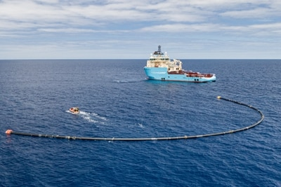 TheOceanCleanup-System001B Ankunft im Great Pacific Garbage Patch.