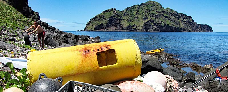 Angeschwemmter Plastikmüll, Maug Lagune. Foto: Angelo Villagomez/Marine Photobank
