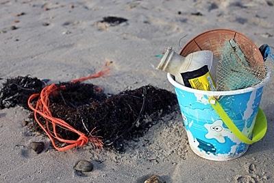 Binnen weniger Minuten eingesammelter Strandmüll.